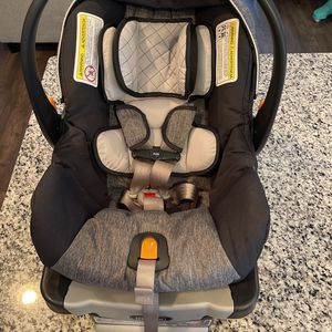 Chicco KeyFit 30 Car seat and Base Dark Blue and Gray for Sale in Murfreesboro, TN