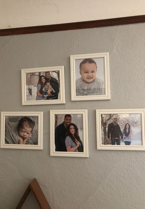 5 8x10 white picture frames for Sale in San Diego, CA