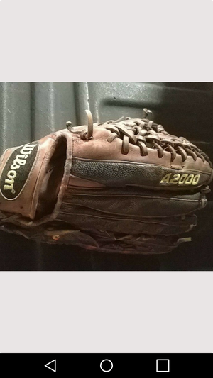 Wilson A2000 outfielder's glove for Sale in Voorhees Township, NJ
