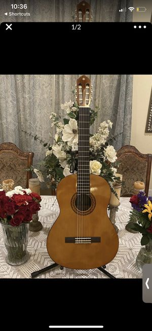 yamaha classic guitar with nylon string for Sale in Bell Gardens, CA
