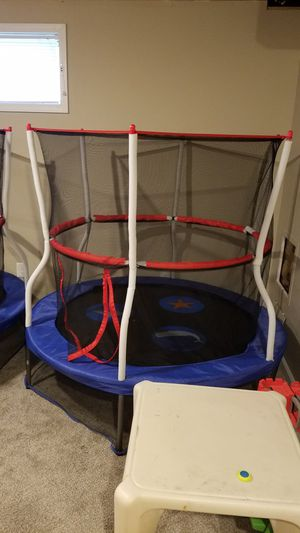 5 foot trampoline with net surrounding in great condition for Sale in Arnold, MO
