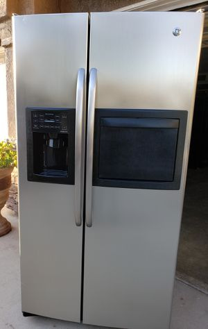 STAINLESS SXS GE REFRIGERATOR W/ICE and WATER ***ENERGY EFFICIENT *** for Sale in Rancho Cucamonga, CA