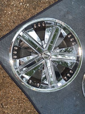 Set of 5 22inch chrome truck rims for sale for Sale in Fort Washington, MD