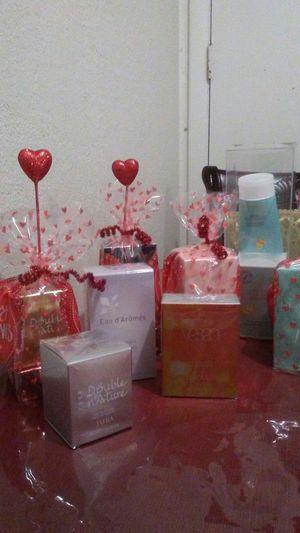 No olviden su regalo para San Valenti perfumes de jafra nuevos for Sale in Salt Lake City, UT