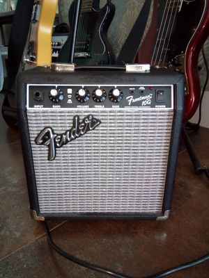 Fender Frontman 10G amp for guitar for Sale in Miami, FL