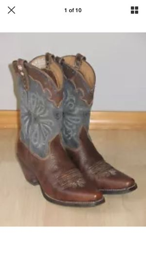 Arias Sz 8 Boots for Sale in Cleveland, OH