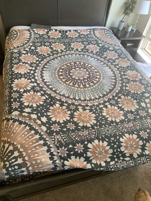 Queen Duvet Cover with 2 pillow cases for Sale in Fairfax, VA
