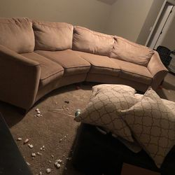 Good Condition Round Couch for Sale in Murfreesboro,  TN