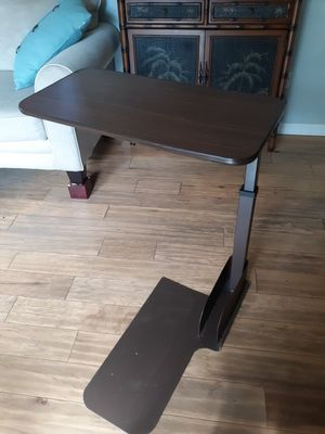 Lift chair/over bed table for Sale in Punta Gorda, FL