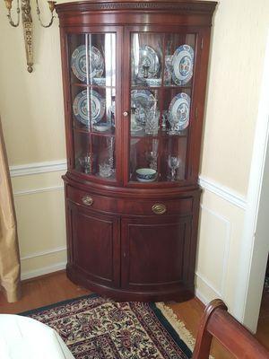 Vintage Drexel bowfront corner China Cabinet for Sale in Rockville, MD