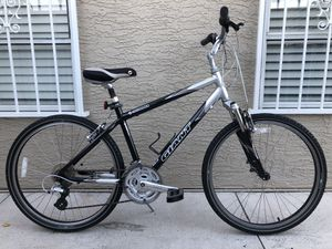 "Giant Sedona 26"" inch Hybrid Cruiser/ Mountain Bike 21 Speed Dual Suspension for Sale in Las Vegas, NV"
