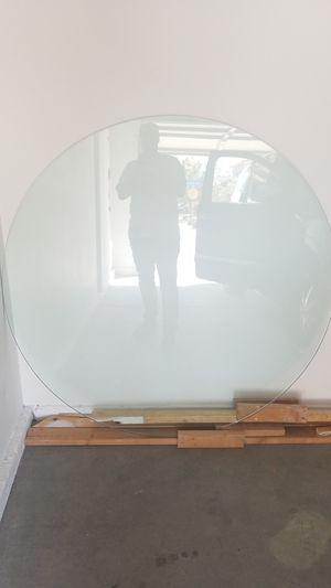 60 inch round table glass for Sale in North Las Vegas, NV