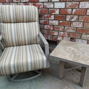 OW Lee Aris Swivel Patio Chair (w/table) for Sale in Bellflower, CA