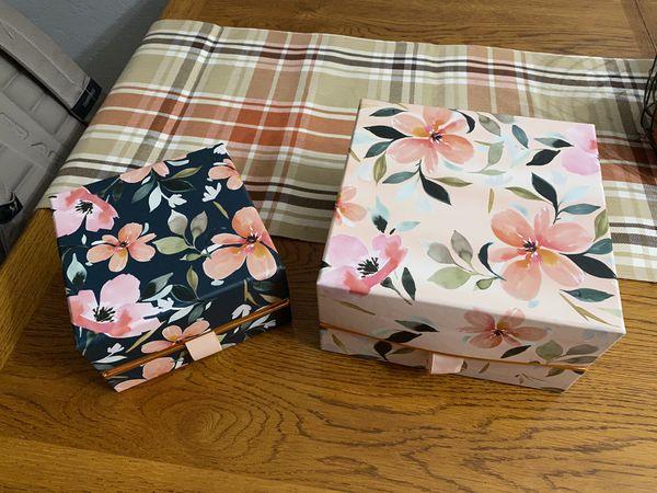 Keepsake floral boxes