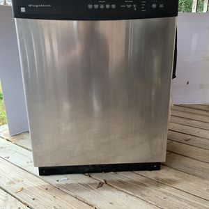 Frigidaire Dishwasher, Stainless Steel, Under counter Top for Sale in Dry Prong, LA