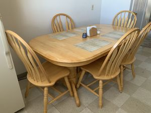Extendable Dining Table with 5 chairs for Sale in Centerville, UT