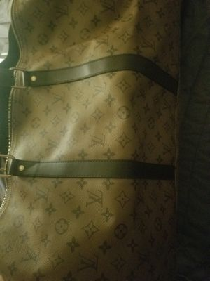 Louis Vuitton Travel bag. Shoulder strap included for Sale in Round Rock, TX
