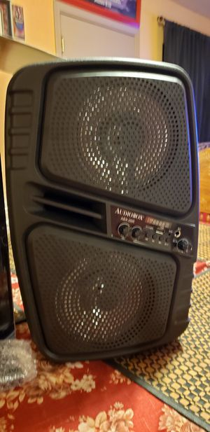 Bluetooth portable speaker with microphone for Sale in Fresno, CA