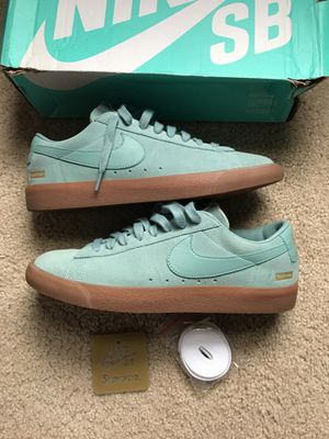 NIKE SB BLAZER LOW SUPREME SIZE 11 for Sale in Adelphi, MD