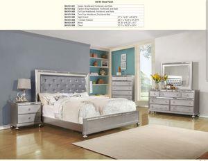 Beautiful Queen bedroom set, silver finish for Sale in Auburn, WA