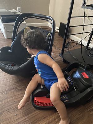 Car seat and mount for Sale in Houston, TX