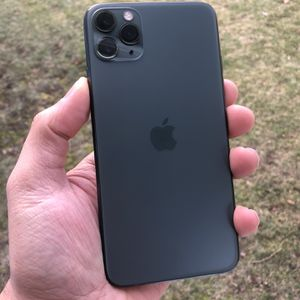 Apple iPhone 11 Pro Max 64 gigs unlocked for any carrier and overseas international any Country. Phone looks new. No Scratches. No cracks. for Sale in Hawthorne, NJ