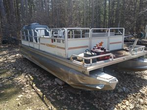 1985 Kennedy pontoon w/40hp Johnson motor for Sale in Aitkin, MN