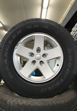"Jeep stock rims 17s' ""5 set"" for Sale in Vista,  CA"