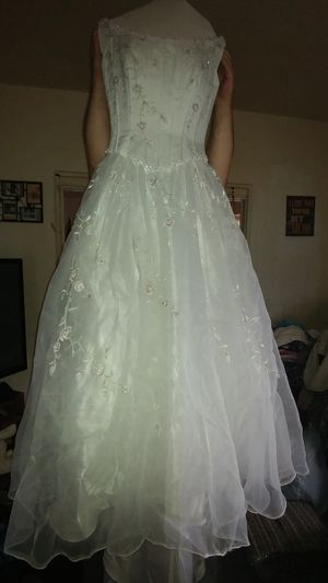 New wedding dress for Sale in Brooklyn, OH