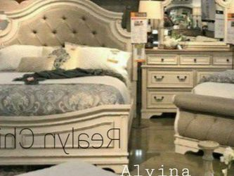 ♦️New ☑️Instock ▶️Realyn Chipped White Panel Bedroom Set 💥 for Sale in Silver Spring,  MD