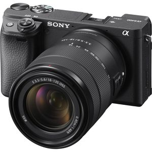 NEW UNOPENED Sony A6400 Camera With 18-135mm f/3.5-5.6 Lens for Sale in Garden Grove, CA