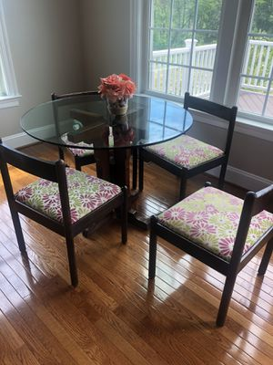 4 piece Kitchen dinette set-Glass Top for Sale in Laurel, MD