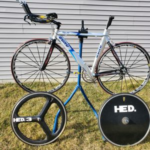 53cm GURU Trilite TT Bicycle with Mavric Ksyrium SSC and a carbon wheel set. for Sale in Carleton, MI