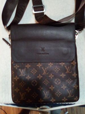 Louis Vuitton bag for Sale in Apollo Beach, FL