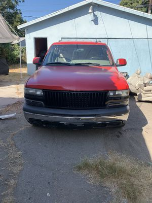 2002 Chevy Tahoe not for parts for Sale in Los Angeles, CA
