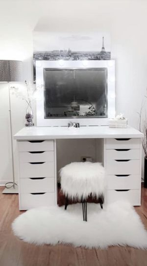NEW Gorgeous vanity makeup table 10 drawers with large hollywood mirror all new for Sale in Norridge, IL