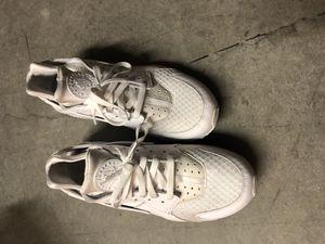 White Nike Huaraches for Sale in Seattle, WA
