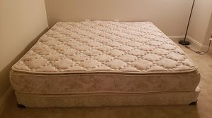 Queen bed+box - Stearns & Foster for Sale in Ashburn, VA