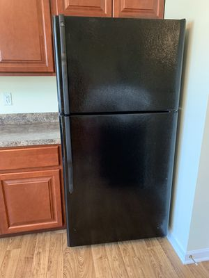 Black Refrigerator with Ice Maker for Sale in Glen Burnie, MD