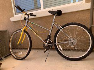 Yosemite falls huffy 18 speeds mountain bikes for Sale in Elk Grove, CA