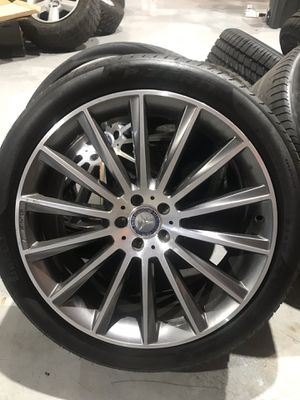 Rims and tire Mercedes gle450 for Sale in Doral, FL