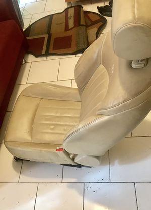 2008 Infiniti ex 35 front passenger seat, electrical , seat warmer. (No airbag) . May be use for parts for Sale in Brooklyn, NY