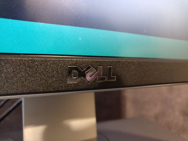 "27"" Dell UltraSharp 4k UHD Monitor P2715Q"