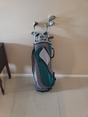 Golf bag with women's clubs for Sale in Boca Raton, FL