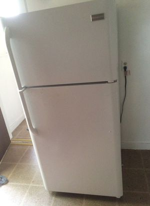 FRIGIDAIRE 18 cu. ft. Fridge/Freezer MOVING SALE for Sale in Columbus, OH