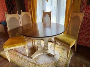 Vintage MCM mid century kitchen dining table with 4 cane back chairs! for Sale in Brunswick, OH