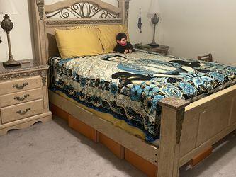 Queen bedroom Set for Sale in La Verne,  CA