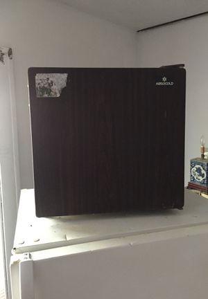 Mini fridge for Sale in Detroit, MI