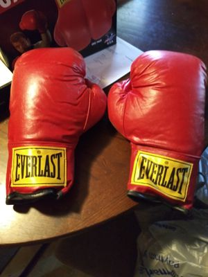 Everlast Boxing gloves for Sale in Henderson, TX