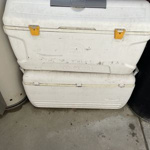 2 Igloo Coolers Large Size for Sale in West Covina, CA